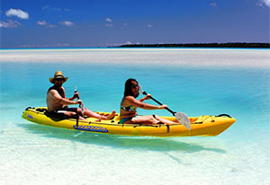 stand up paddle board on aitutaki lagoon