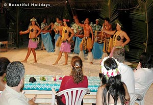 cook island dancers at an island night at aitutaki village